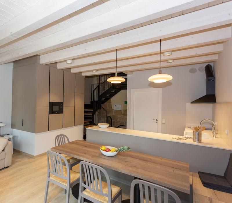 Cocina - Salón alojamiento La Casa de los Mil Años